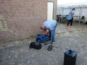 Theo Klomp zoekt naar kabels